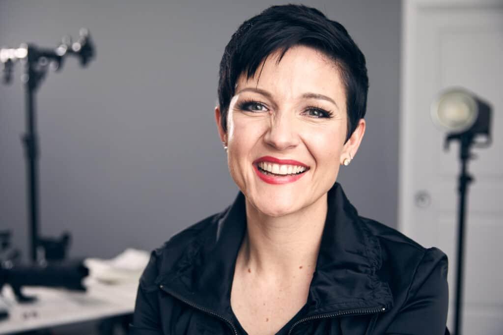 Headshot of Joanie Simon in her photography studio